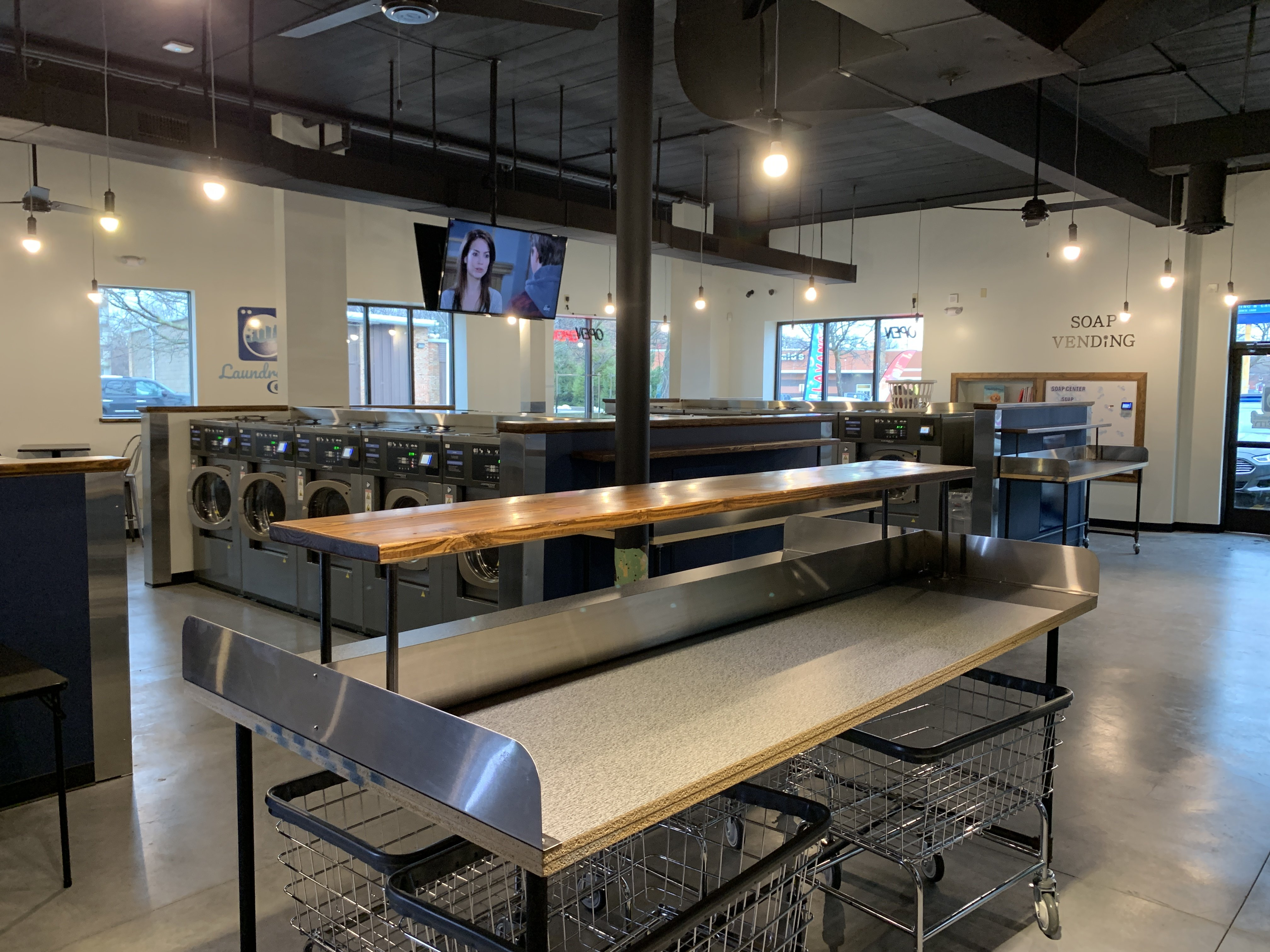 Laundromat City Opens in Akron
